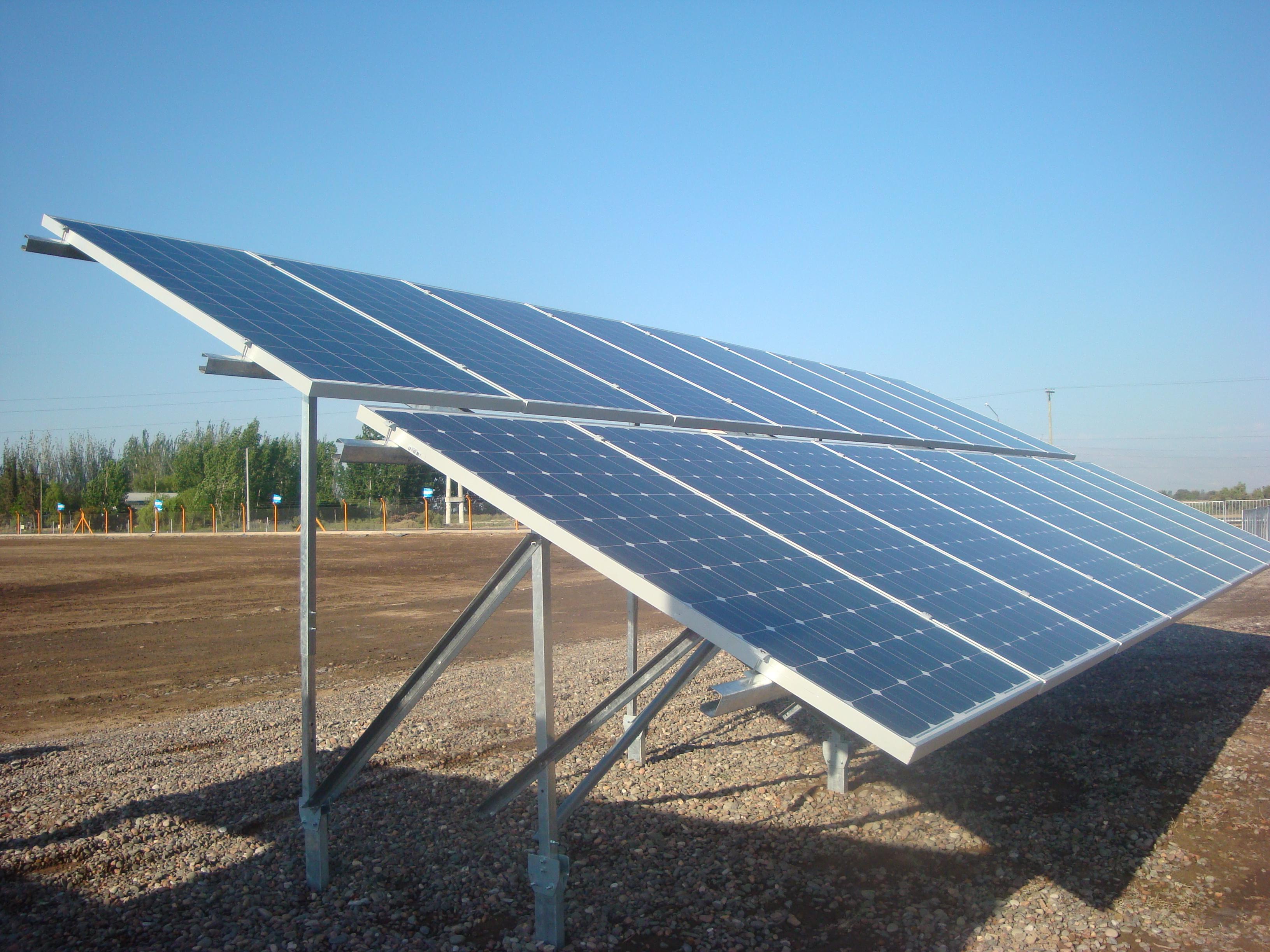 Implementación de sistema de bombeo de agua para riego agrícola aplicando energía solar fotovoltaica conectado a la red eléctrica de distribución de San Juan